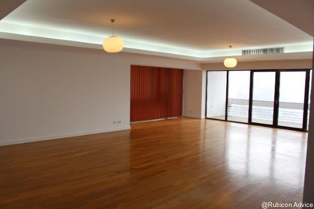 4 rooms, with park view