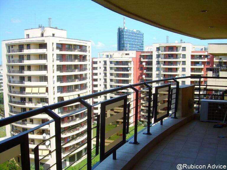 Apartment in a residential compound near the park and the metro station
